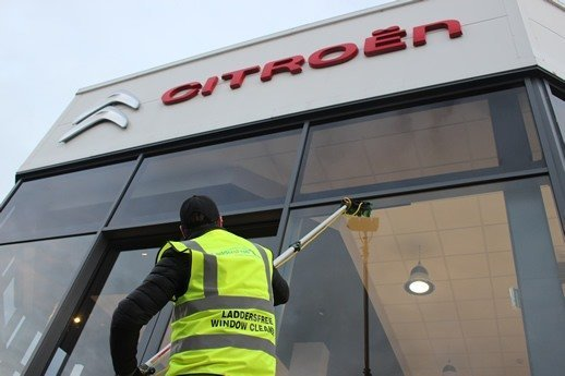 Car-Showroom-Window-Cleaners