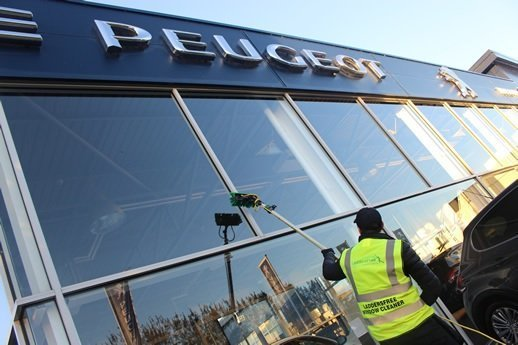 Car-Showroom-Window-Cleaning