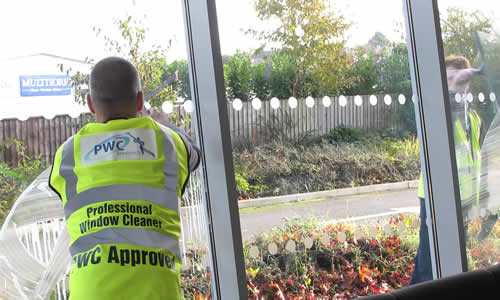 Top_Tips_on_Cleaning_Interior_Windows (1)