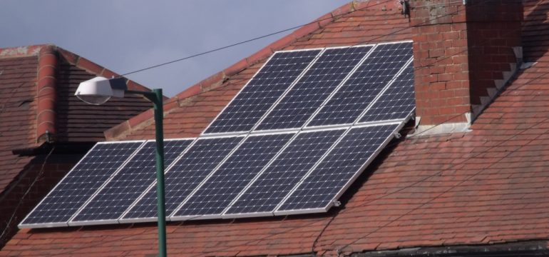 solar-panel-cleaning-770x360